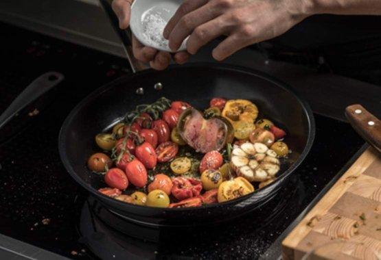 Maisto ruošimas naudojant nesvylančias nerūdijančiojo plieno keptuves