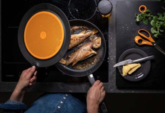 Įvairiapusiški virtuvės įrankiai ir žirklės