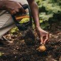 Solid rankinis svogūnėlių sodintuvas